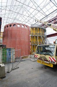 Chantier de construction de la cuve de récupération des eaux pluviales dans la halle F8 © Sébastien Jarry